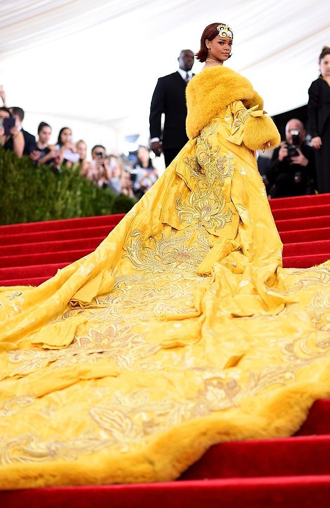 Rihanna wearing an omelet  1