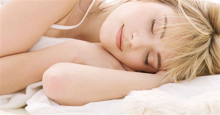 Sleeping naked for better skin