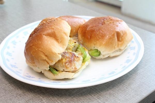 momosburger-khurki.net