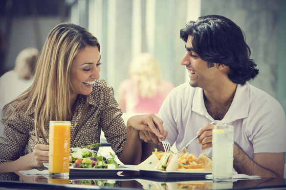 smiling-couple-having-a-lunch-Khurki.net