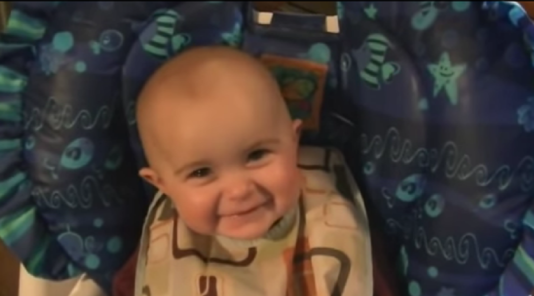 baby reacts to mom singing