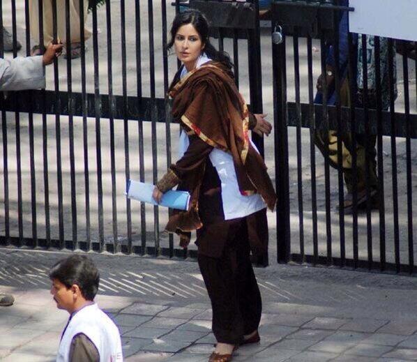 katrina-kaif-desi-avatar-on-sets-of-phantom_139574594500