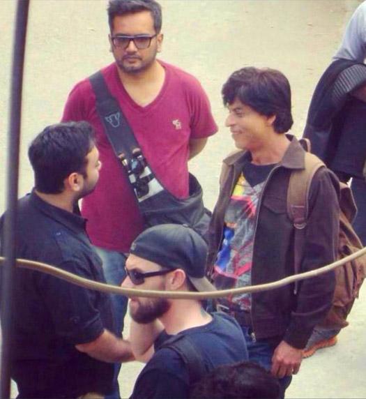 srk-snapped-shooting-for-fan-in-delhi-5