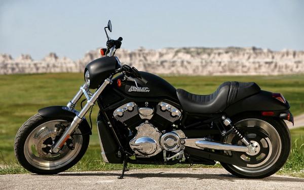 black-harley-davidson-motorcycle-10