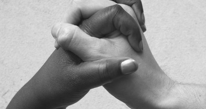 hands_2_l_bw