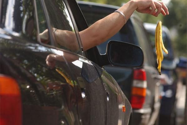 littering-motorists-253930531-1779523