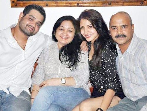 Anushka-with-family