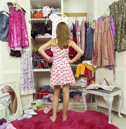 girl-looking-wardrobe