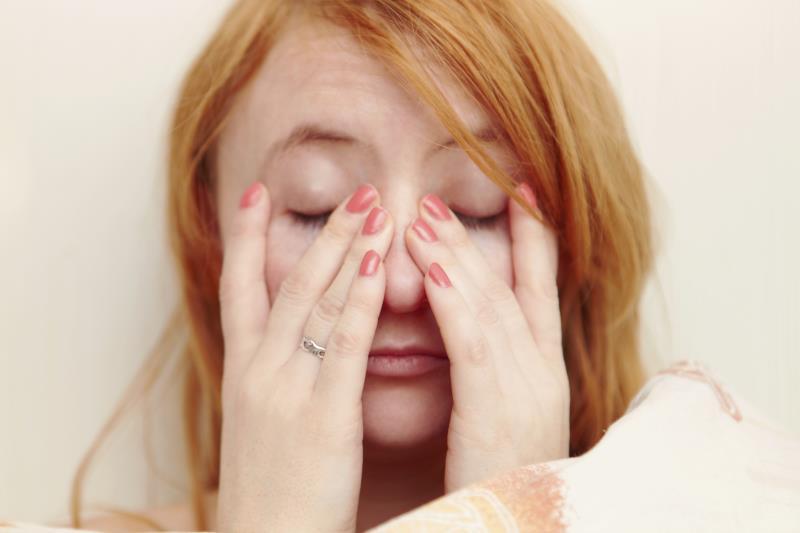 woman-rubbing-eyes-khurki.net