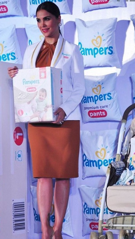 Lara-Dutta-launch-Pampers-khurki.net