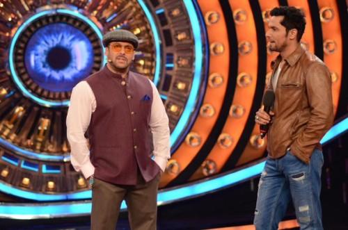 Salman-Khan-with-Randeep-hooda-On-the-sets-of-Bigg-boss-9 (1)