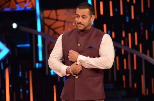 Salman-Khan-with-Randeep-hooda-On-the-sets-of-Bigg-boss-9 (2)