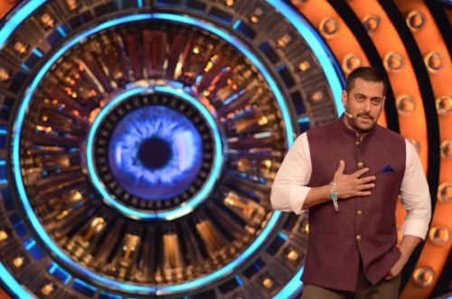Salman-Khan-with-Randeep-hooda-On-the-sets-of-Bigg-boss-9 (3)
