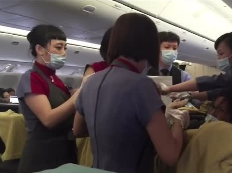 Woman-gives-birth-on-plane-khurki.net
