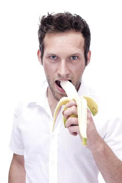 Portrait_of_a_young_man_eating_a_banana_BMF00346