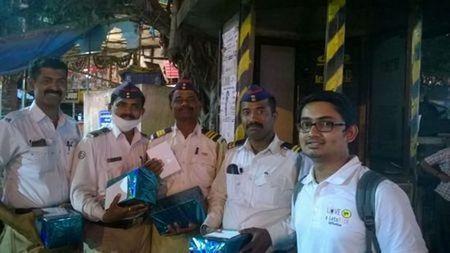 police-thanking-khurki-net